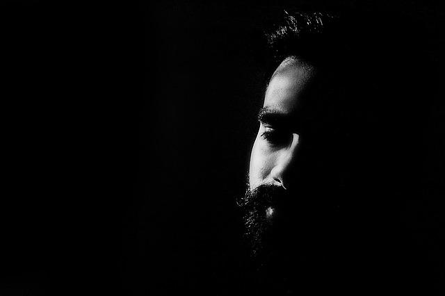 ひげの男性
